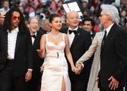 Ankunft der Crew von The Dead don't Die in Cannes mit Lukas Sabbat, Selena Gomez, Bill Murray und Jim Jarmusch. (Bild: Arthur Mola/AP, 14. Mai 2019)
