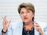 Mit 6 Milliarden Franken können genügend Kampfjets gekauft werden. Davon ist Verteidigungsministerin Viola Amherd überzeugt. (Bild: KEYSTONE/PETER SCHNEIDER)