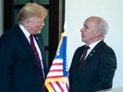 US-Präsident Trump (links) empfängt Bundespräsident Maurer vor dem Weissen Haus in Washington. (Bild: KEYSTONE/EPA/JIM LO SCALZO)