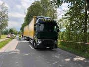 Der Velofahrer wurde vom Lastwagen frontal erfasst.