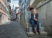 «Ich habe mich gut eingelebt», sagt Patrizia Hofstetter, hier in der Zuger Altstadt. (Bild: Stefan Kaiser, Zug, 16. Mai 2019)