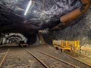 Blick in das stillgelegt Bergwerk am Gonzen. Jedes Jahr erleben rund 10'000 Besucher den einstigen Arbeitsalltag im Stollen. (Bild: Bergwerk Gonzen)