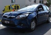 Die Beifahrerin dieses Personenwagens wurde beim Unfall leicht verletzt. (Bild: Kapo SG)