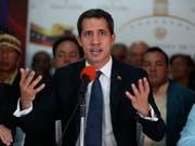 Zur Lösung des erbitterten Machtkampfes in Venezuela gibt es nach den Worten des selbst ernannten Übergangspräsidenten Juan Guaidó vom Donnerstag keine Geheimverhandlungen in Oslo. (Bild: KEYSTONE/AP/MARTIN MEJIA)
