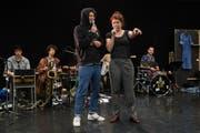 Julian Pollina und Sarah Alexandra Hudarew bei der Probe zum Stück «Zappa on the Hill». (Bild: Boris Bürgisser, Kriens, 15. Mai 2019)