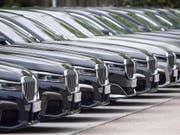 In der EU sind im April zum achten Mal hintereinander weniger neue Autos verkauft worden. (Bild: KEYSTONE/EPA/LUKAS BARTH-TUTTAS)