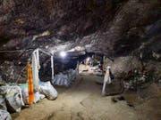 In der Baishiya-Karsthöhle in Tibet fand ein Mönch den Kiefer des Denisovaners. Bilder: Dongju Zhang, Lanzhou