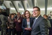 CVP-Regierungsrat Beni Würth (rechts) und FDP-Kantonsrätin Susanne Vincenz-Stauffacher beim ersten Wahlgang vom 10. März im Pfalzkeller. Die beiden liefern sich in der Stadt St.Gallen auch diesen Sonntag beim zweiten Wahlgang ein spannendes Kopf-an-Kopf-Rennen. (Bild: Michel Canonica - 10. März 2019)