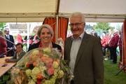 Glückliche Wahlsiegerin: Caroline Bartholet mit dem amtierenden Gemeindepräsidenten Niklaus Hollenstein. (Bild: Tobias Söldi)
