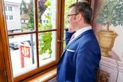 Der neue Stadtpräsident nimmt Glückwünsche per Telefon entgegen. (Bild: Rudolf Hirtl)