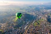 Der Ballon der Ortsbürgergemeinde St.Gallen bei seinem Jungfernflug über dem Westen der Stadt St.Gallen. (Bild: Urs Bucher - 3. November 2017)