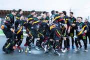 Schon einmal Grund zur Freude: Die Oberwil Rebells freuen sich nach dem Schlusspfiff. Sie gewinnen im Cup-Final gegen den SHC Grenchen-Limpachtal. (Bild: Patrick Hürlimann, Zug, 27. April 2019)