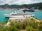 Das Kreuzfahrtschiff «Freewind» der Scientology-Organisation ist wegen eines Masernfalles in einem Hafen der Karibikinsel St. Lucia unter Quarantäne gestellt worden. (Bild: KEYSTONE/AP/BRADLEY LACAN)