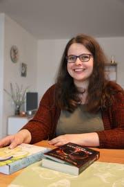 Schreibt meistens bei sich zu Hause in Oberuzwil: Autorin Bettina Bellmont. (Bild: Tobias Söldi)