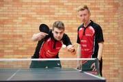 Teamcaptain Michal Kubat (links) und St.Gallens Nummer drei Noah Mamié beim Training. Bild: Urs Bucher