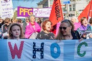 Die 1.-Mai-Demonstration in der Stadt St.Gallen stand bereits stark im Zeichen des kommenden Frauenstreiks. (Bild: Urs Bucher - 1. Mai 2019)