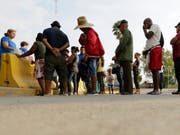 Migranten in Mexiko, die sich um Asyl in den USA bemühen. (Bild: KEYSTONE/AP/ERIC GAY)