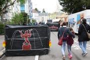 Während des Knie-Gastspiels in St.Gallen einzeln auf der Scheffelstrasse beim Eingang in den Zirkus aufgestellte «Indutainer». (Bilder: Reto Voneschen - 27. April 2019)