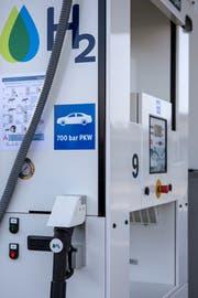 Die erste öffentliche Wasserstoff-Tankstelle der Schweiz wurde am 4. November 2016 in Hunzenschwil AG eröffnet. Bald soll auch St.Gallen so eine Zapfsäule erhalten. (Bild: Alexandra Wey/KEY - 4. November 2016)
