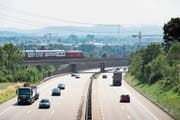 Ziel des Mobility Pricing ist es, den Verkehr besser auf den Tag zu verteilen. (Bild: Keystone)
