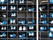 «Katastrophal»: Amerikanische Schuhersteller wie Nike warnen US-Präsident Donald Trump vor den neuen US-Importzöllen gegen China. (Bild: KEYSTONE/FR170480 AP/BOB LEVERONE)