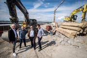 Informierten über den aktuellen Stand des Projekts Stedi Ermatingen: Architekt Andreas Hermann, Ingenieur Hans-Jürgen Möller, Gemeindepräsident Martin Stuber und Ingenieur Reto Mästinger. (Bild: Reto Martin)