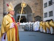 Nach knapp zwölf Jahren als Bischof von Chur ist Vitus Huonder am Montag zurückgetreten. Ein Apostolischer Administrator übernimmt nun zunächst die Bistumsleitung (Archiv). (Bild: KEYSTONE/GIAN EHRENZELLER)