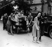Ensemblemitglieder holen 1946 Schweizer Spenden fürs Theater Konstanz. (Bild: privat)