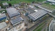 Das Areal der Schläpfer Altmetall AG an der Letzistrasse in Winkeln. Die Fotovoltaikanlagen auf den Dächern der Werkhallen sind klar zu erkennen. (Bild: PD)