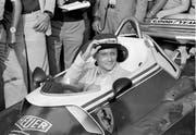 Niki Lauda das erste Mal wieder auf der Strecke von Florano nach seinem Unfall. (Bild: Fornezza/AP Photo)