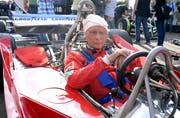Er konnte es nicht lassen: Lauda beim Legendenrennen 2014 vor dem GP von Österreich. (Bild: Hans Klaus Techt/EPA)