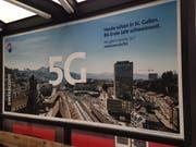 Auch in der Stadt St.Gallen werben die Anbieter von Telekom-Dienstleistungen bereits für den 5G-Standard. Im Bild ein Werbeplakat der Swisscom an der Bushaltestelle St.Leonhard. (Bild: Reto Voneschen - 20. Mai 2019)