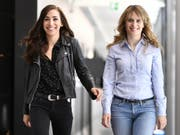 Anna Pieri Zuercher (rechts) und Carol Schuler spielen die neuen Zürcher «Tatort»-Ermittlerinnen Tessa Ott und Isabelle Grandjean. (Bild: Keystone/WALTER BIERI)