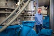 Mirco Ebeling, Abteilungsleiter bei den Konstanzer Entsorgungsbetrieben. Hier im Untergrund des Pumpwerks Schänzle. (Bild: Raphael Rohner)