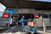 Noch befindet sich der Ökihof am Steinibachweg unweit des Pilatusmarktes. (Bild: Eveline Beerkircher, Horw 26. August 2015)