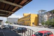 Der gelbe Lattich-Neubau im alten St.Galler Güterbahnhof. (Bild: Hanspeter Schiess - 14. Mai 2019)