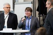 Nikolai Tsenov, Marianne Wildi und Moderator Daniel Albert von der Hochschule Luzern (v. l.). (Bild: Eveline Beerkircher, Rotkreuz, 23. Mai 2019)