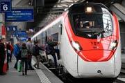 Stadlers Hochgeschwindigkeitszug Smile, der bei den SBB Giruno heisst und für den Verkehr durch den Gotthard genutzt wird, im Zürcher Hauptbahnhof. (Bild: Walter Bieri/Keystone, 8. Mai 2019)