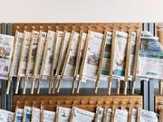 Die Werbeeinnahmen der Zeitungen und Zeitschriften sind im vergangenen Jahr erneut gesunken. (Bild: KEYSTONE/CHRISTIAN BEUTLER)