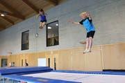 Nadia Signer und Tim Langenauer springen sicherheitshalber nicht im gleichen Rhythmus. (Bild: Yann Lengacher)