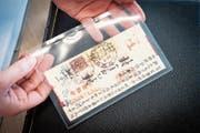 Diese chinesische Stempelmarke ersteigerte ein Sammler für rund 4 (Bild: Ralph Ribi (Wil, 22. Mai 2019))