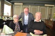 Susi Eppenberger, Ruedi Giezendanner, Präsident Genossenschaft mit Willi Eppenberger, dem «Gründervater» von Tierklinik und Tierheim (von links). (Bild: Adi Lippuner)