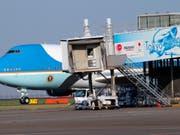 Die Air Force One mit US-Präsident Donald Trump an Bord ist am Samstagmorgen in Tokio gelandet. (AP Photo/Koji Sasahara, Pool) (Bild: KEYSTONE/Pool AP/KOJI SASAHARA)