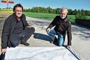 Gemeindepräsident Peter Mathys und der Planer Urban Fenner können nun die Revitalisierung des Geisslibachs angehen. (Bild: Thomas Güntert)