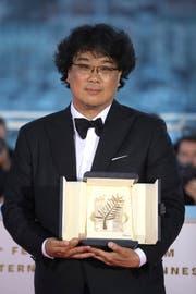 Der südkoreanische Filmemacher Bong Joon-ho nach der Preisvergabe in Cannes. Foto: Petros Giannakouris