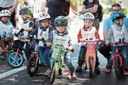 Die kleinsten Rennfahrer starteten mit dem Laufrad oder dem Bobby Car. (Bild: Roger Zbinden, Hünenberg, 25. Mai 2019)