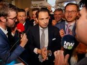 Konnte bei den Parlamentswahlen in Belgien stark zulegen: die rechtsextreme Vlaams Belang mit dem Parteivorsitzenden Tom Van Grieken. (Bild: KEYSTONE/EPA/JULIEN WARNAND)