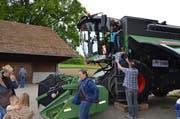 Die moderne Landtechnik begeisterte bei der Besichtigung vor allem die kleinen Besucher.