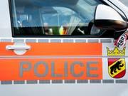 Eine Frau ist in Herzogenbuchsee BE durch Schüsse verletzt worden. Die Polizei konnte den mutmasslichen Täter festnehmen. (Bild: KEYSTONE/ANTHONY ANEX)
