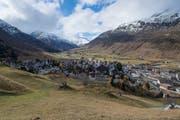 Ein Dorf im Wandel: Andermatt im Kanton Uri. (Bild: Boris Bürgisser, 8. November 2018)
